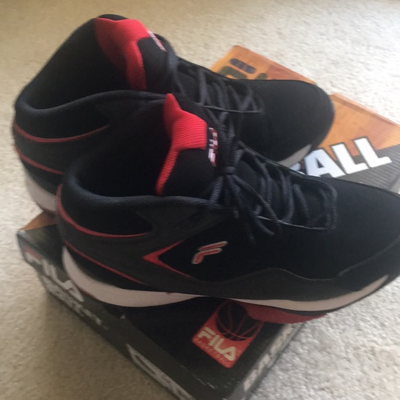 MEN'S FILA BASKETBALL SHOES SIZE 10
